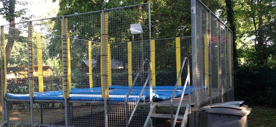 Faites du trampoline au camping Canada